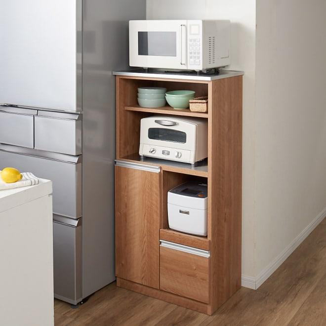 ステンレス天板 コンパクトレンジボード 幅60奥行40.5cm コーディネート例(ア)ブラウン 狭いキッチンでもキッチン家電、キッチン用品をまとめてコンパクトに収納できます。
