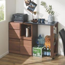 天然木伸長式キッチンカウンター 幅80~130cm (イ)ダークブラウン オープン部は重いものやかさばるストック品の収納スペースとしても活躍。