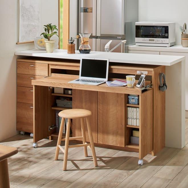 スライドテーブル付きカウンター下収納庫 幅120cm コーディネート例(イ)ブラウン