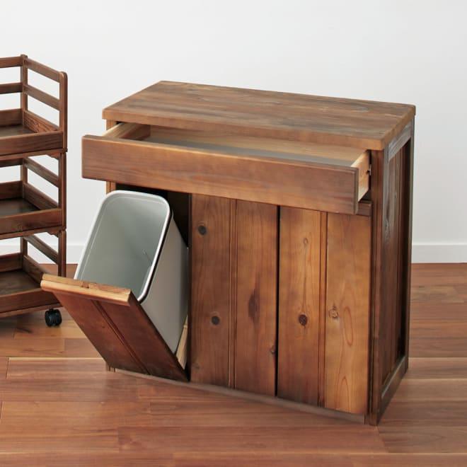 国産杉のキッチン収納シリーズ 分別ダストボックス 3分別タイプ 幅72cm 国産杉の表情豊かな木目で生活感を隠す、カウンター型のダストボックスです。