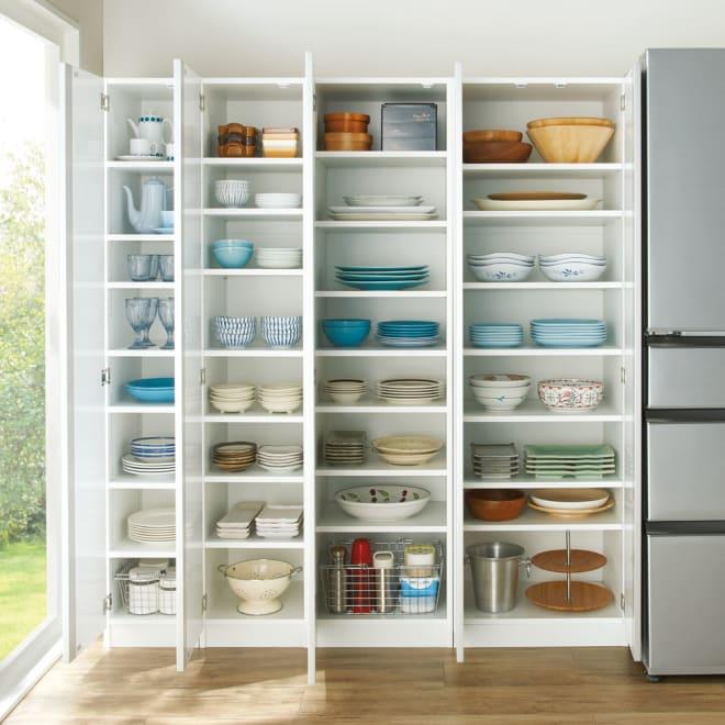 食器に合わせて選べる食器棚 幅45cm奥行42cm高さ180cm コーディネート例 ※左から 幅30cmタイプ、幅35cmタイプ、幅45cmタイプ、幅55cmタイプです。