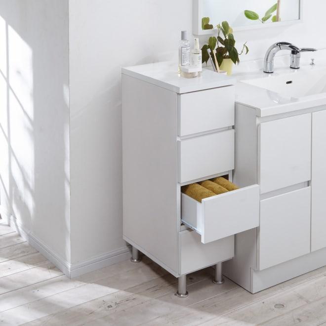 組立不要 お掃除しやすい 湿気も気にならない 多段すき間チェスト 4段・幅29.5奥行44.5cm 幅29.5cmは洗面台の横の微妙なスペースにぴったり収まるサイズです。