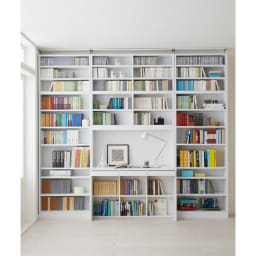 本好きの為のデスクシリーズ シェルフ 幅75cm 使用イメージ(ア)ホワイト ※写真は左からシェルフ幅75、デスク幅120、シェルフ幅75に各サイズ上置きを組み合わせております。※お届けはシェルフです。