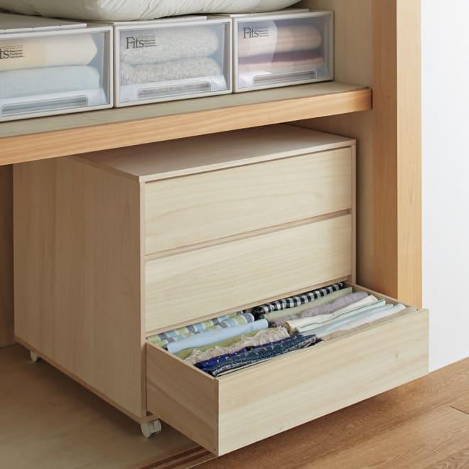 【日本製】キャスター付き総桐押し入れタンス 3段 幅75奥行75cm 引き出しは深型なので、衣類を立てて収納することができます。