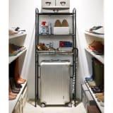 デッドスペースを有効活用 スーツケース上ラック 棚2段バスケット棚1 写真