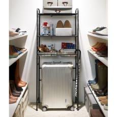 デッドスペースを有効活用 スーツケース上ラック 棚2段バスケット棚1