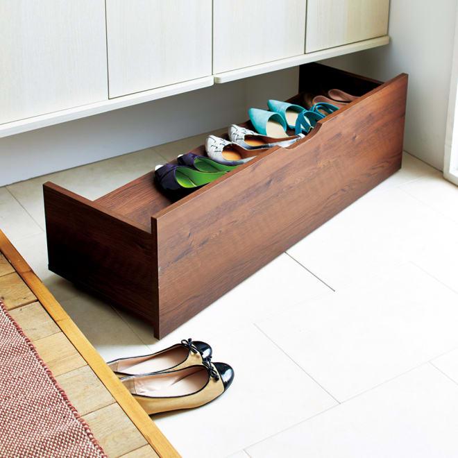 【日本製】下駄箱下木製シューズワゴン ロー(高さ20cm) 幅100cm コーディネート例(ア)ダークブラウン