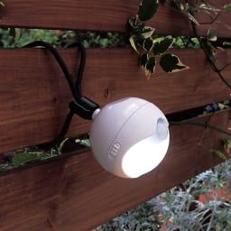 防雨LED人感センサーライト2個組 巻き付けて使うこともできる三脚付き。
