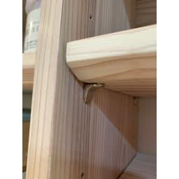 日田杉 カウンター下収納 伸長式 幅82~136cm 棚板差し込み式ダボなので棚板がズレにくく安定感があります。