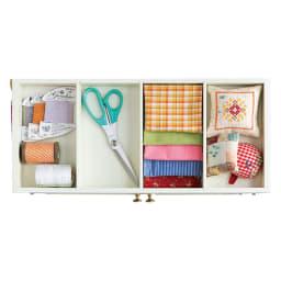 ミシン専用! 裁縫用品 ひとまとめ収納ワゴン 上段は裁ちバサミや素材の整理に。