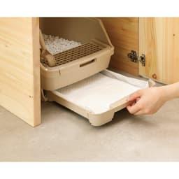 国産天然ヒノキの ネコトイレガード (サイドテーブル) プッシュオープン式の扉付きで、猫砂のお掃除やトイレシーツの取り替えもラクラクです。