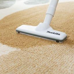 リラックスウィズラグ ブチマル・トラマル 約130×185cm 面倒な抜け毛掃除がスイスイ! 髪の毛やペットの毛を引き込みにくい特殊素材を採用。家庭用掃除機で簡単に吸い取れます。