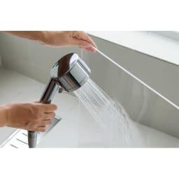 アクリル製ペットゲート 高さ50.5cm 1枚 丸洗いでいつも清潔をキープ。アクリル部分は汚れたら丸ごと水洗いOK。やわらかい布で軽く洗って流すだけで、クリアな美しさを保つことができます。