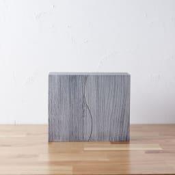 想ひ箱 日本製ミニ仏壇 ブラック・グレー (イ)グレー 扉を閉じればさらにコンパクトに。現代の暮らしにそってつくられました。