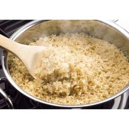 IH対応 服部先生のステンレス7層構造鍋「ジオ」 ステンレス7層玉子焼 抜群の熱伝導率で炊飯も大の得意。玄米も約30分で芯までふっくら炊き上げます。