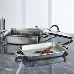 vitacraft/ビタクラフト ダブルグリル鍋 ガラス蓋セット オーブン料理から蒸し料理、無油・無水調理まで使えるマルチな鍋。角型なのでスペース効率がよく、塊肉や魚まるごと一尾など料理の幅も思いのまま。そのまま食卓にも出せ、おもてなし料理にも活躍します。