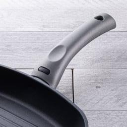 イタリア製 TVS mito/ミト グリルパン 28cm 温まるとサーモマークが緑色に変化します。