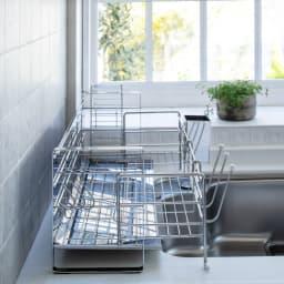 使いやすくなったスライド水切り 1段 水はねガード付き 使用時はスライドさせて。
