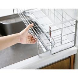 使いやすくなったスライド水切り 1段 水はねガード付き サッとひと引きで、スムーズに伸縮。