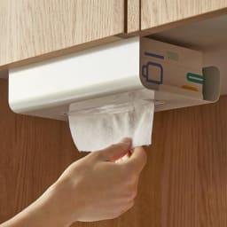 UCHIFIT ウチフィット 吊戸棚下のキッチンペーパーホルダー ボックスタイプ用 片手でさっと、取り出せます。