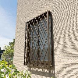 プライバシー対策に 格子窓専用カバー「サンシャインウォール」組立式 Before ※イメージです