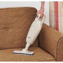 マキタ コードレスハンディクリーナー パワフルモード搭載モデル 特別セット ソファーだってOK。 本体にヘッドを直接繋いでも使え、ソファーや階段掃除も楽々。