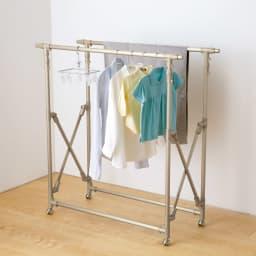 アルミ製伸縮マルチ室内物干し (ア)シャンパン 一番コンパクトに縮めても、洗濯物がこんなにたっぷり!部屋の隅や洗面所などにすっきり置けます。出しっ放しOKの美しいデザインも見逃せません。