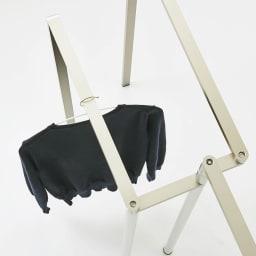 置き方自由! 物干しにもなる アルミ製タオルハンガー 3連 洗濯待ちの洋服をハンガーにかけたり、干しきれなかった洋服を干したり…用途が広がります。