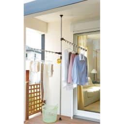 「どこでもポール」ワンタッチつっぱり物干し アーム2本(屋内・屋外兼用)天井高168~280cm対応 ベランダにも設置可能! アーム部には、風による回転を防止するストッパーが付きました。