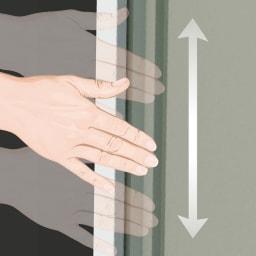 【日本製】オールネイビー引き戸物置 薄型ロータイプ どの位置にも手をかけられる取っ手。