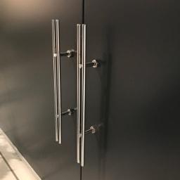 モダン2面開閉ダスト収納庫 幅100cm(容量230L) 取っ手もスタイリッシュで高級感があります。