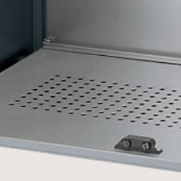 モダン2面開閉ダスト収納庫 幅125cm(容量290L) 底板のパンチングメッシュはニオイのこもりを軽減。内部を衛生的に保ちます。