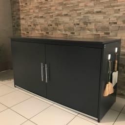 モダン2面開閉ダスト収納庫 幅125cm(容量290L) ゴミ箱に見えないスタイリッシュなデザイン。