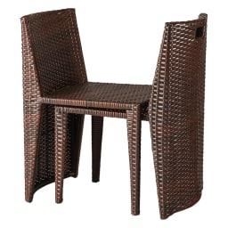 ラタン調コンパクトテーブル 3点セット 椅子は重ねられる構造です。