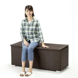 組立不要ラタン調ベンチ収納 幅90cm ベンチとしても活躍します。※写真は幅120cmタイプ。お届け商品は幅90cmタイプです。