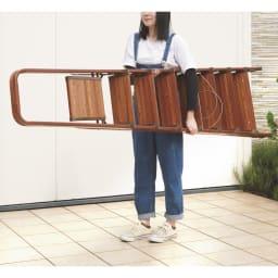 木目調ワイドステップ脚立 4段 アルミ製なので軽量、女性でも持ち運びが簡単。