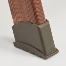 木目調ワイドステップ脚立 6段 脚部先端の大型キャップは、滑りにくい安心装備。
