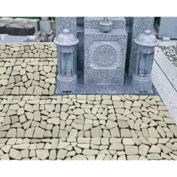 雑草が生えない天然石マット 同色12枚組 墓地での使用例