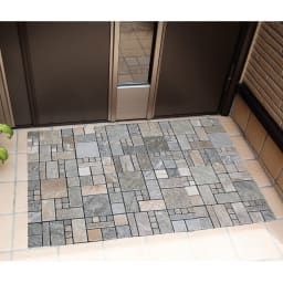 雑草が生えない天然石マット スクエア16枚組 敷くだけ簡単、玄関も手軽に模様替え。※写真は防草シート部をカットしています。