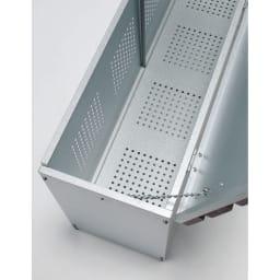 薄型ベランダ収納ベンチ 幅90cm 前面と底板にはパンチング孔加工を施しました。風通しが良く湿気や臭いのこもりを防ぎます。