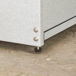 薄型ベランダ収納ベンチ 幅90cm 設置場所の凸凹に合わせて調節できる脚部アジャスター付き。