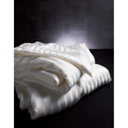 オールシルクシリーズ シルクカバー付き真綿肌掛け布団 ふわもち感に包まれ心がとろけます。ホテルライクのラグジュアリーな寝心地を。