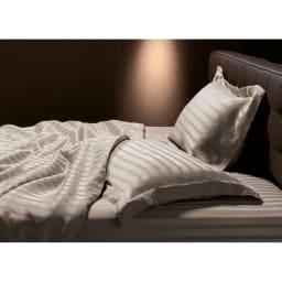 オールシルクシリーズ サテン織りマルチシーツ グレージュ シーツ&カバー…光沢が魅力のサテン織りでシルクの輝きをひときわ美しく。ご自宅で洗えます。 (新色グレージュ) ※写真はピローケース・掛けカバー・ベッドシーツのみ