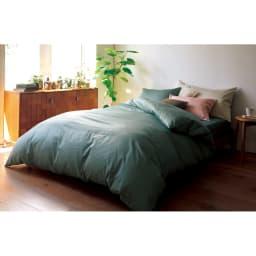 スーピマ超長綿を贅沢に使用したサテン織り  ベッドシーツ [コーディネート例] (オ)サンドグリーン