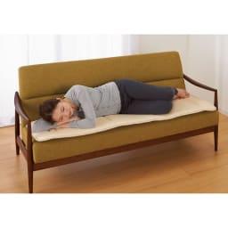 魔法の敷布団 幅50cmとコンパクトなマルチサイズはごろ寝布団として、ソファのすわり心地アップにも。アウトドアにも活躍します。