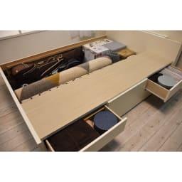 寝そべりながらタブレットが使えるベッド フレームのみ 大容量の収納スペース!
