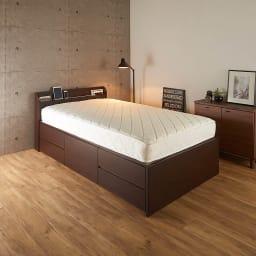 寝そべりながらタブレットが使えるベッド フレームのみ コーディネート例(イ)ダークブラウン ※お届けはフレームのみです。 ※引き出しは左右どちらにも設置できます。