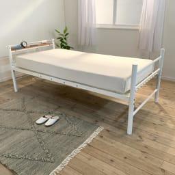 コンセント付き抗菌樹脂すのこベッド ミドルタイプ ポケットコイルマットレス付き幅97長さ195高さ19cm
