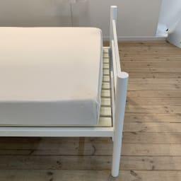 コンセント付き抗菌樹脂すのこベッド ミドルタイプ ポケットコイルマットレス付き幅97長さ195高さ19cm ※セットのマットレス設置時は床面の上下に多少隙間が出ます。