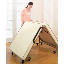開梱してすぐ使える!組立不要 低反発ウレタン入り折りたたみリクライニングベッド スプリング付きで折りたたみもラク。